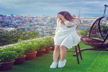 Chuyện lạ ở Đà Lạt: Du khách ngồi uống cà phê trên nóc nhà ngắm toàn cảnh thành phố