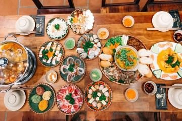 No nê cùng bữa tiệc đa sắc, đa vị tại Mãn Vị Lẩu